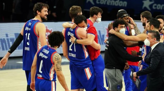 ANADOLU EFES, REAL MADRİD'İ ELEYEREK EUROLEAGUE'DE FİNAL-FOUR'A KALDI